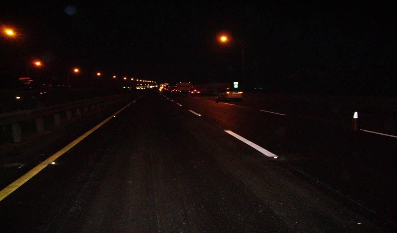 夜間-360度本體色強化玻璃反光路面標記